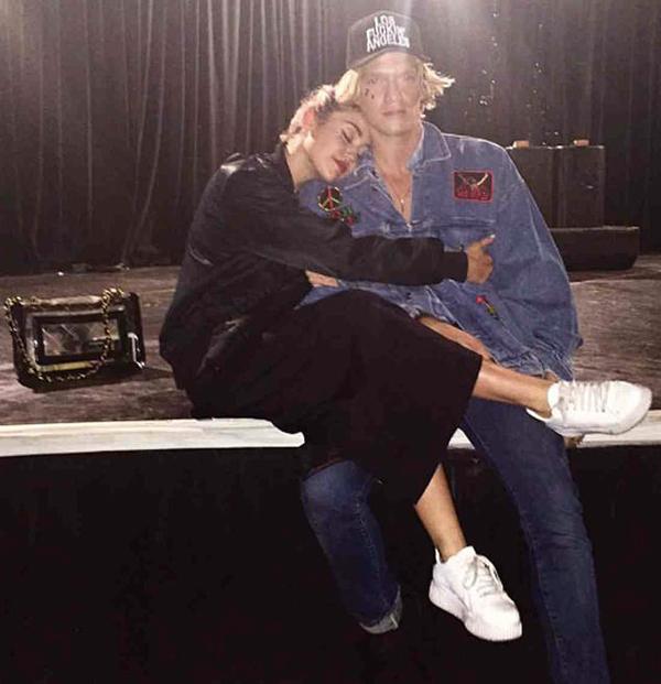 Cody Simpson vốn là bạn thân thiết với Miley. Họ từng cộng tác thu âm vào năm 2014. Trên tạp chí GQ, nam ca sĩ người Australia từng tâm sự: Miley là bạn tốt của tôi. Cô ấy có tâm hồn rất rộng mở và tôi đang cố gắng học hỏi để được như cô ấy.