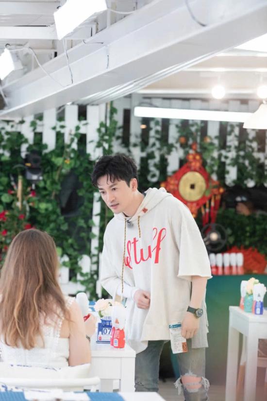 Hình ảnh mới của Tô Hữu Bằng trong show truyền hình thực tế Nhà hàng Trung Hoa mùa 3, với vai trò khách mời, được nhà sản xuất công khai và gây chú ý. Đây là năm thứ 2 Tô Hữu Bằng tham gia show và trở thành gương mặt quen thuộc, được khán giả yêu mến.