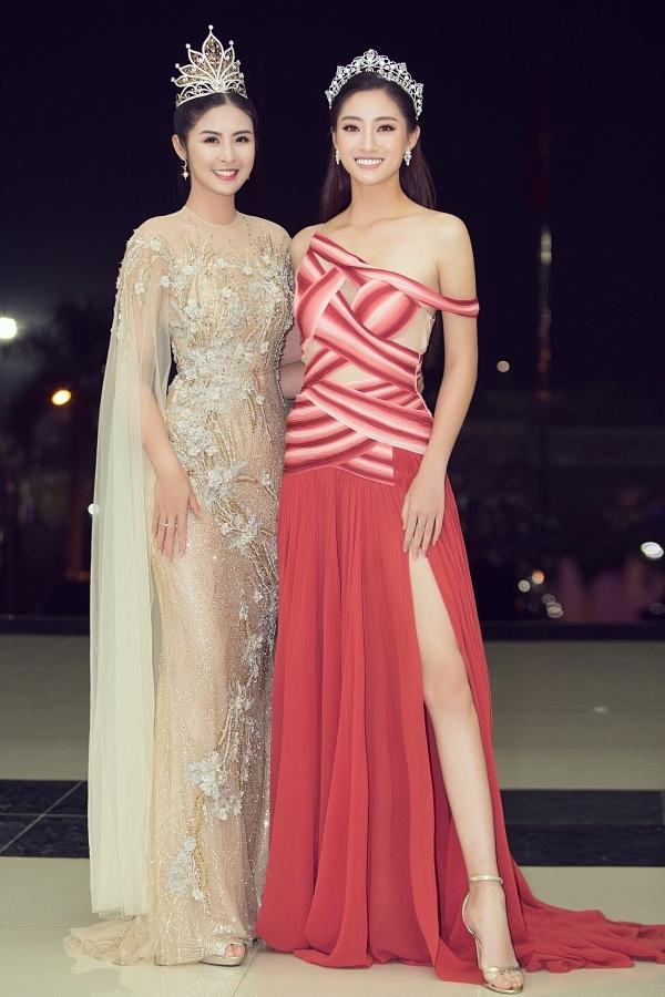 Đây là lần đầu Ngọc Hân (trái) gặp gỡ Lương Thùy Linh tại một sự kiện. Cô đánh giá cao sắc vóc, tri thức của đàn em và hy bông