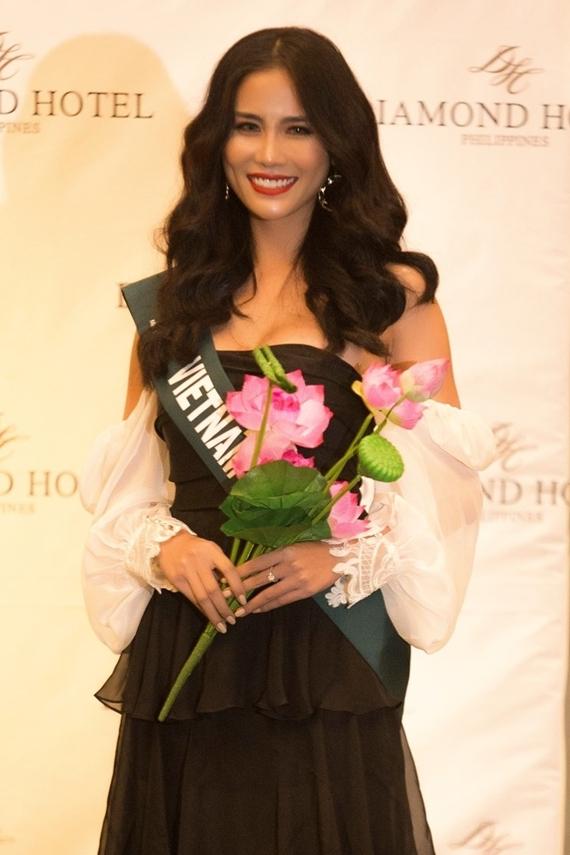 Hoàng Hạnh sinh năm 1992, xuất thân là vận động viên Taekwondo, từng giành 10 huy chương cấp quốc gia. Sau chấn thương, cô rẽ hướng làm người mẫu, đoạt nhiều danh hiệu sắc đẹp như: Hoa khôi thời trang 2015, Á quân 1 Miss Hà Nội Model 2014, Á hậu 1 Miss Asia Beauty 2017...