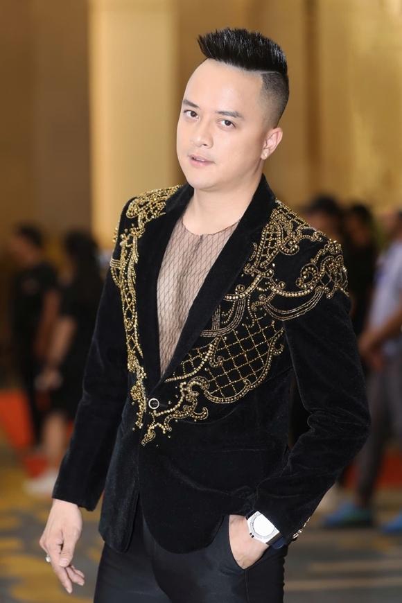 Cao Thái Sơn bảnh bao trong trang phục của NTK Huy Song.