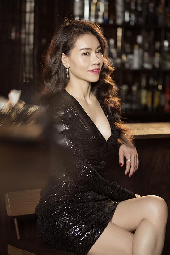 Phong cách đi tiệc của bà trùm hoa hậu Việt - 1