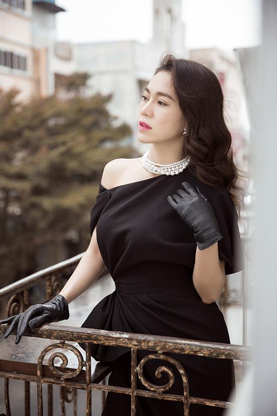 Phong cách đi tiệc của bà trùm hoa hậu Việt - 2