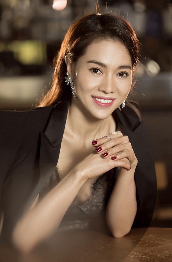 Phong cách đi tiệc của bà trùm hoa hậu Việt - 5