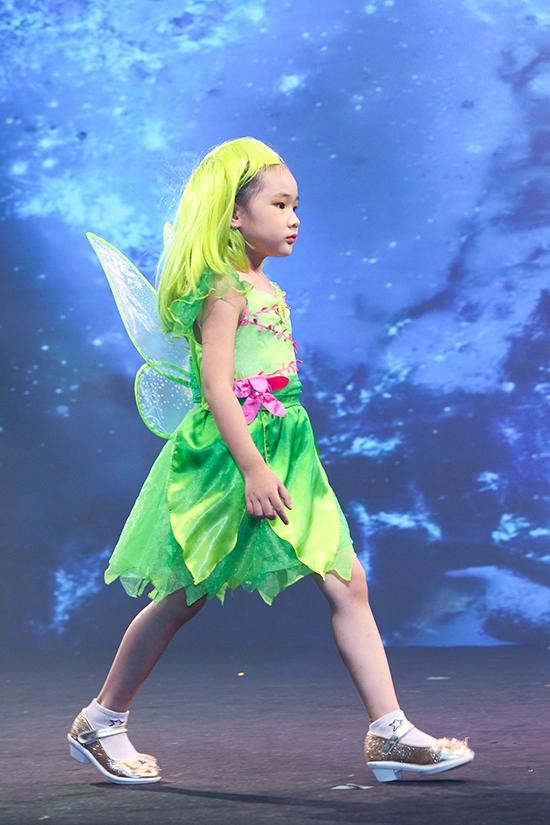 Là những cô bé mê hoạt hình và truyện cổ tích, vì thế các bé rất hào hứng khi được tham gia trình diễn với trang phục hoá trang.