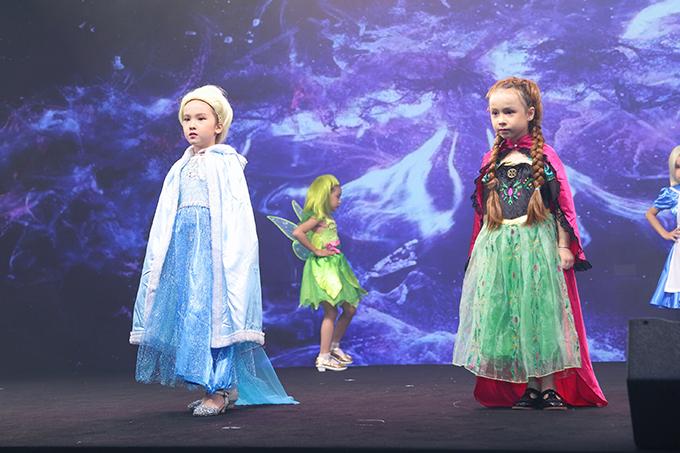 Sau Lọ Lem, Bạch Tuyết thì Elsa và Anna là hai nhân vật được các bé gái yêu thích nhiều nhất.
