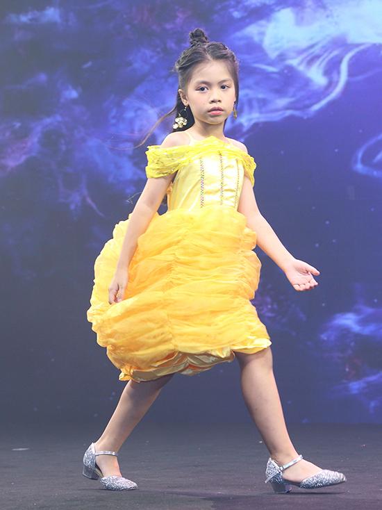 Cùng những bộ cánh được may theo hình ảnh nhân vật trong hoạt hình, phong cách làm tóc và trang điểm cho các bé cũng được chăm chút.