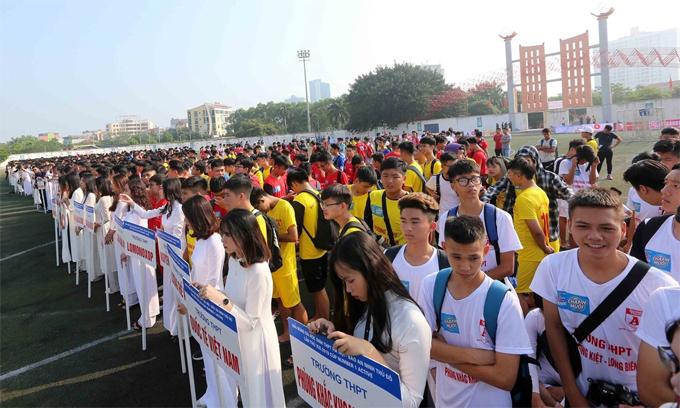 Các đội dự lễ khai mạc giải bóng đá học sinh THPT Hà Nội 2019.