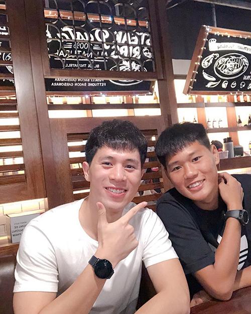 Cầu thủ Đình Trọng khẳng định mình và em trai giống nhau mà.