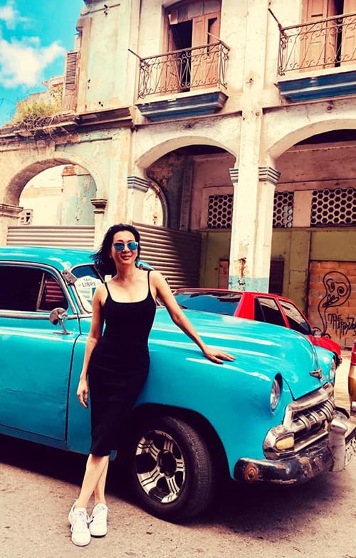 MC Kỳ Duyên chia sẻ về chuyến du lịch khám phá đất nước Cuba: Thành phố Havana (thủ đô của Cuba) rất đẹp. Chẳng thế mà vào thập niên 40, 50 đây là sân chơi của các đại gia, siêu sao, tài tử mình tinh như Errol Flynn, Marlon Brando, Ava Gardner và nổi tiếng nhất là Ernest Hemingway nơi ông đã sống và viết nhiều tác phẩm văn chương nổi tiếng. Nhưng bây giờ đến Havana thì ta có cảm giác như đang đi trong một film trường movie set của một Âu Châu cổ kính nguy nga nhưng đã bị bỏ hoang.