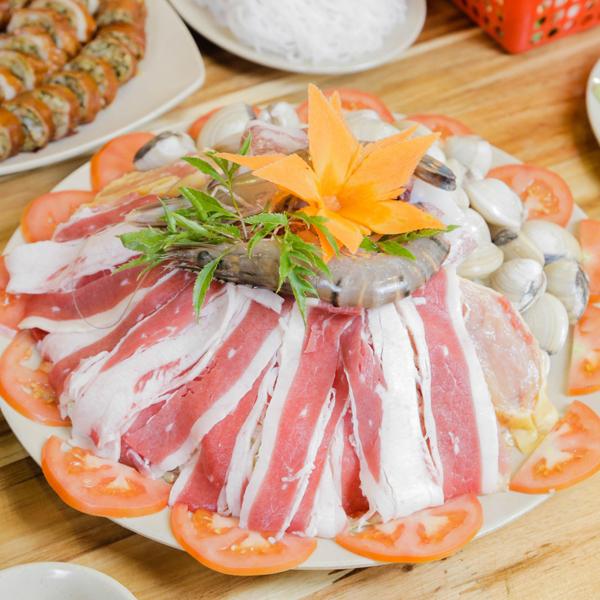 Nguyên liệu để ăn lẩu Thái.