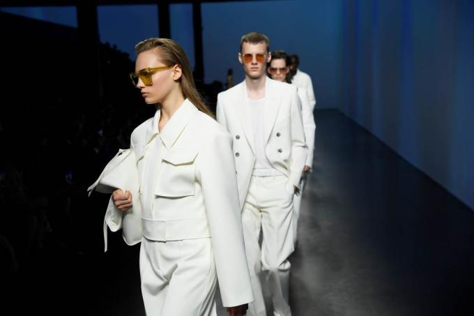 Bộ sưu tập BOSS Individuals của nhà mốt vừa ra mắt tuần lễ thời trang Milan. Theo đại diện BOSS, Milan là kinh đô thời trang, nơi kết tinh niềm đam mê nghệ thuật thủ công, dấu ấn cá nhân trong thể hiện phong cách.