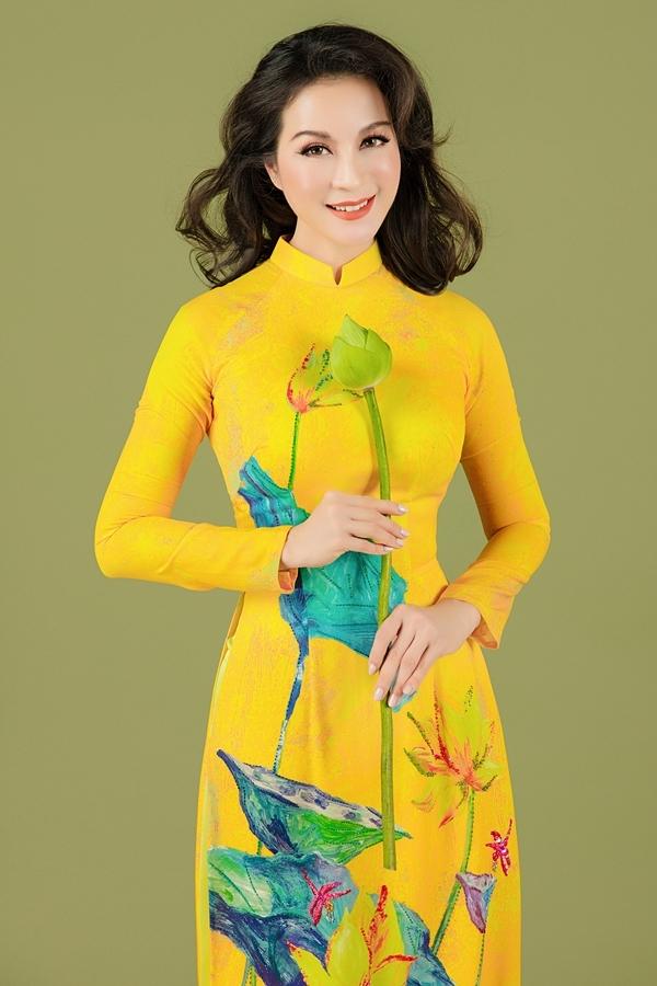 Bộ sưu tập Sen thuần khiết lấy cảm hứng từ hoa sen, tôn nét đài các, dịu dàng của Thanh Mai.