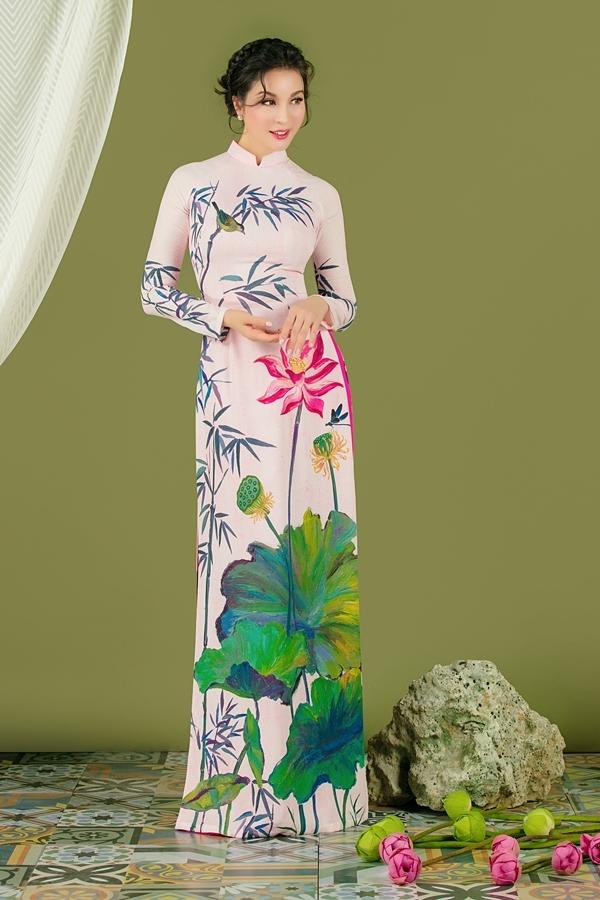 Họa tiết hoa sen được nhà thiết kế phối trộn màu sắc khéo léo và lạ mắt, kết hợp kỹ thuật in sắc nét giúp tổng thể thêm nổi bật.