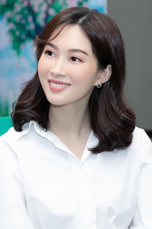 Sau 7 năm đăng quang Hoa hậu Việt Nam 2012, nhan sắc của bà mẹ một con được nhận xét ngày càng mặn mà, cuốn hút.