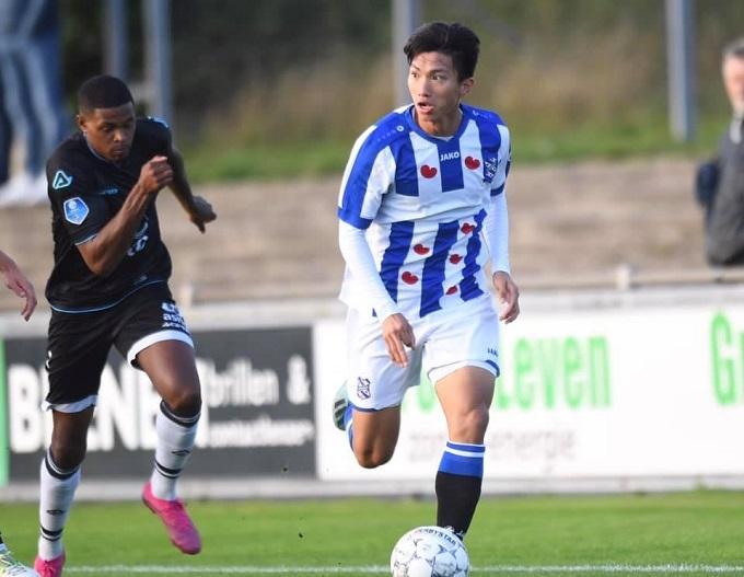Văn Hậu thi đấu ở đội trẻ Heerenveen.