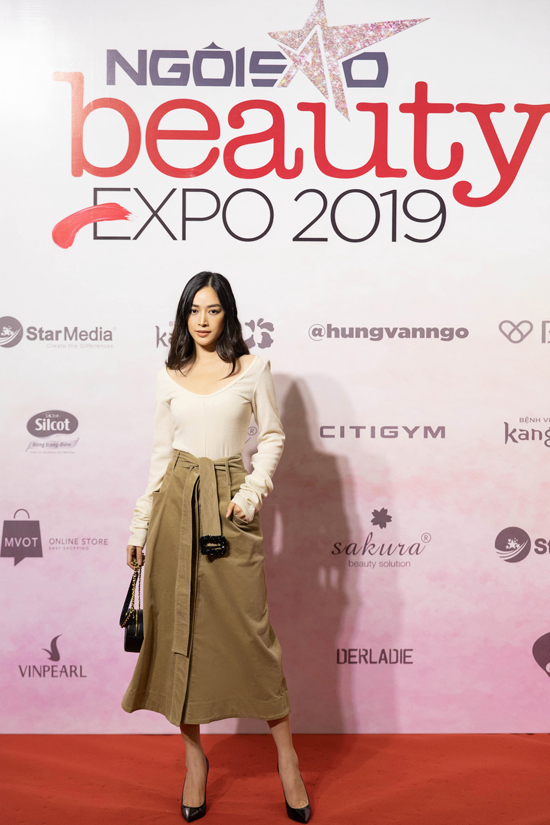 Diễn viên Mai Thanh Hà chọn nguyên set đồ thu đông của Lâm Gia Khang khi hội ngộ các người đẹp Việt.