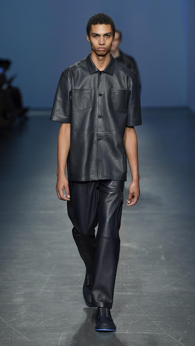 Mang cá tính chỉn chu và khắt khe như người Đức, nhưng các nhà thiết kế BOSS đã nơi lỏng các quy tắc cho suit truyền thống. Trang phục thể thao cũng được thổi hơi thở hiện đại phù hợp với phong cách thời trang thường ngày.