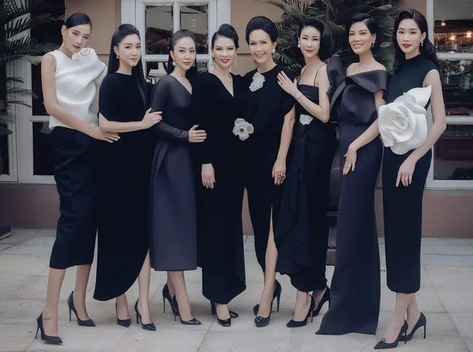 Sau khi có con, Đặng Thu Thảo không chạy show nhiều như trước và chỉ xuất hiện tại sự kiện do bạn bè thân thiết tổ chức hoặc hoạt động thiện nguyện. Trong ảnh, Hoa hậu Việt Nam 2012 đọ sắc cùng dàn người đẹp tại bữa tiệc do nhà thiết kế Đỗ Mạnh Cường tổ chức.