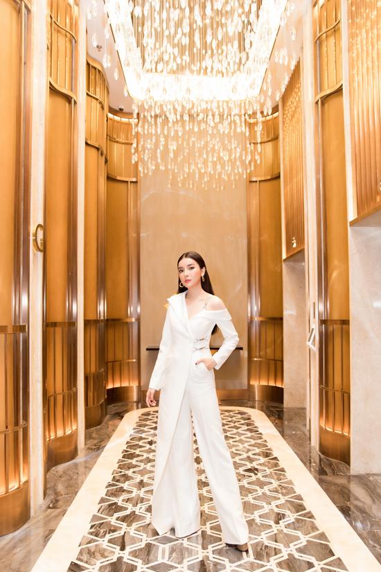 Góp mặt tại sự kiện, Cao Thái Hà được khen ngợi xinh đẹp và trẻ trung hơn so với trên màn ảnh truyền hình.