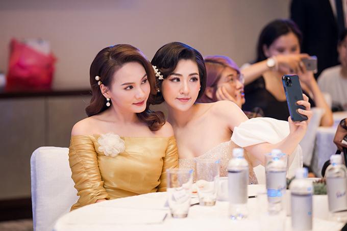 Bảo Thanh rất ấn tượng với sự thân thiện, cởi mở của Tú Anh. Nữ diễn viên Về nhà đi con khen Á hậu Việt Nam 2012 ngày càng đẹp hơn sau khi làm mẹ.