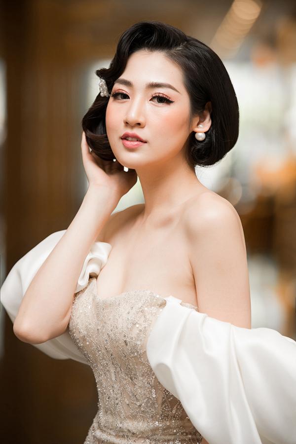 Sau khi kết hôn, Tú Anh được nhà chồng hết mực chiều chuộng. Ông xã cũng tích cực trong việc chăm con mỗi khi cô bận chạy show.