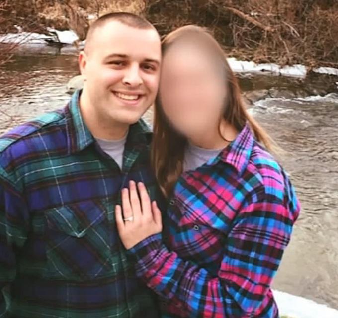 Chú rể Carney và cô dâu trước ngày cưới. Ảnh: FB.