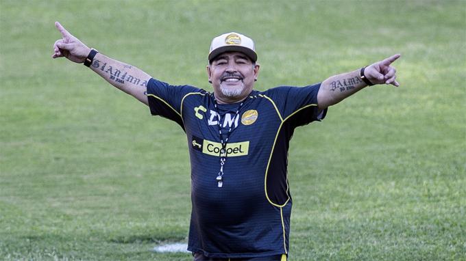 Huyền thoại Diego Maradona mới nhận dẫn dắt Gim