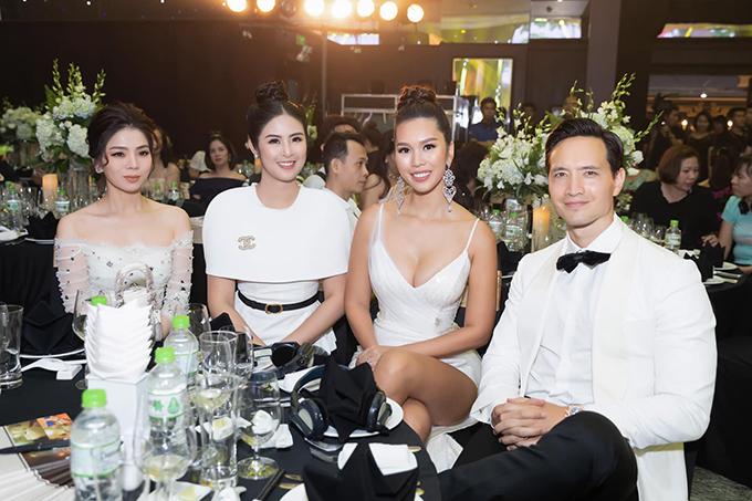 Kim Lý hội ngộ siêu mẫu Hà Anh, hoa hậu Ngọc Hân, ca sĩ Lệ Quyên trong buổi ra mắtcông nghệ làm đẹp của mộtthẩm mỹ viện nổi tiếngtại Đà Nẵng.