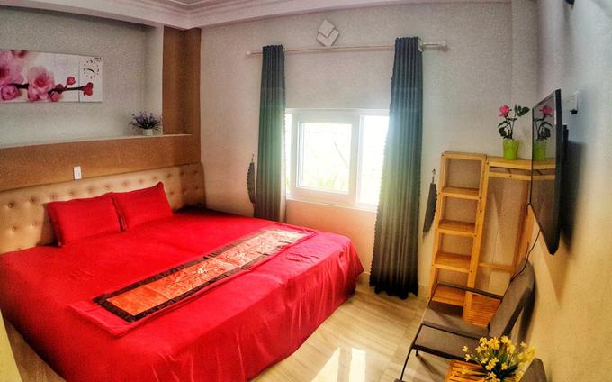 Khách sạn có 4 hạng phòng: phòng 2 giường đơn, phòng giường đôi với view nhìn ra vườn, phòng 6 giường đơn với view nhìn xuống núi và phòng đôi với ban công.