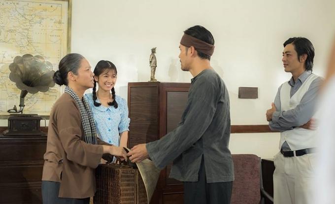 Nhật Kim Anh đóng vai mẹ của ba diễn viên Oanh Kiều, Lâm Minh Thắng và Quốc Huy.