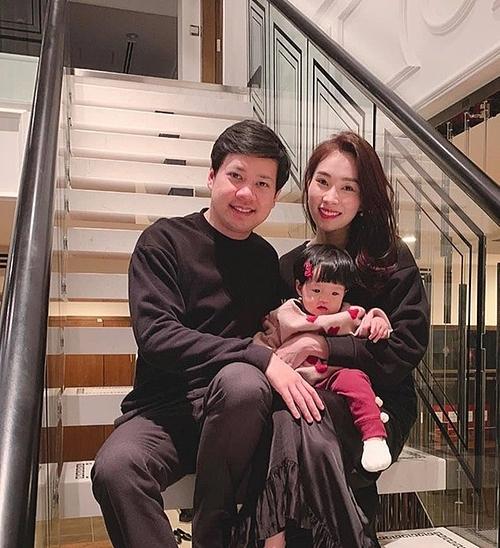 Thu Thảo và doanh nhân Trung Tín chính thức hẹn hò từ năm 2015 và kết hôn vào tháng 10/2017. Chồng hoa hậu sinh năm 1987, là người có tiếng trong giới kinh doanh bất động sản tại TP HCM. Cặp vợ chồng có cuộc sống hôn nhân hạnh phúc, viên mãn bên con gái Sophie (hơn một tuổi).