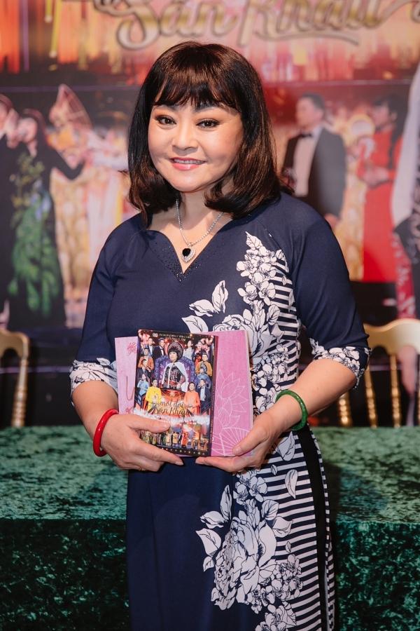 Hương Lan tâm sự suốt 60 năm hoạt, cô có những thăng trầm, từ đỉnh cao đến ngõ cụt nên mong muốn phần nào truyền tải đến khán giả.