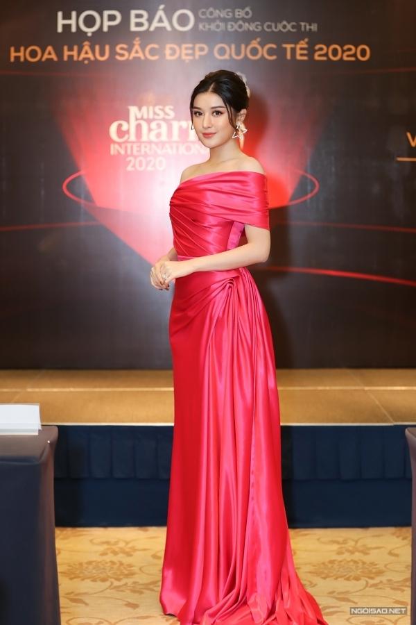 Á hậu Huyền My cũng đảm nhận vai trò cầm cân nảy mực. Cô từng lọt top 10 Hoa hậu Hoà bình Quốc tế 2017, tổ chức ở Việt Nam.