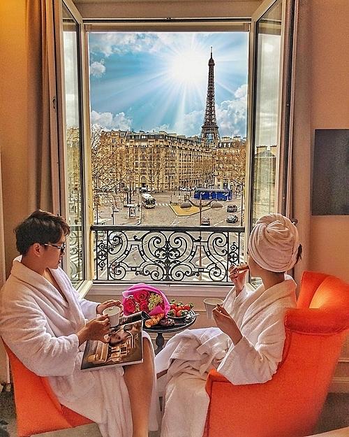 Flowers from him no matter where  #8/3 #Paris Breakfast like a Parisien 2018