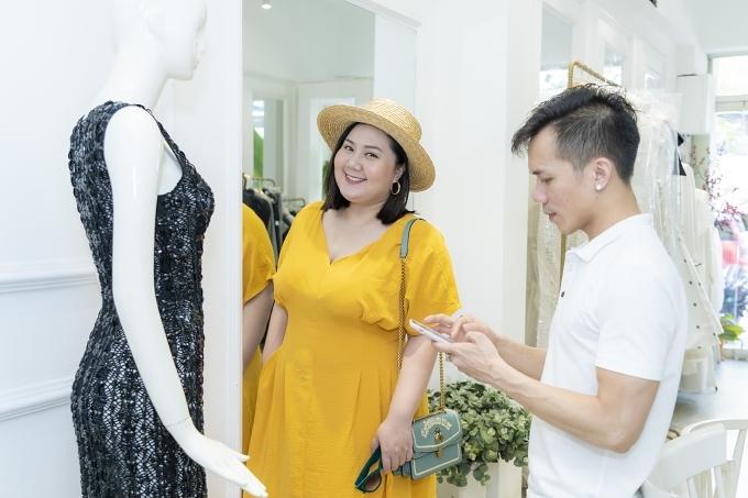 Nữ diễn viên bày tỏ thích thú khi biết nhà thiết kế sẽ dành tặng bộ sưu tập lần này cho mọi đối tượng yêu thời trang, không phân biệt chiều cao, vóc dáng hay màu da.