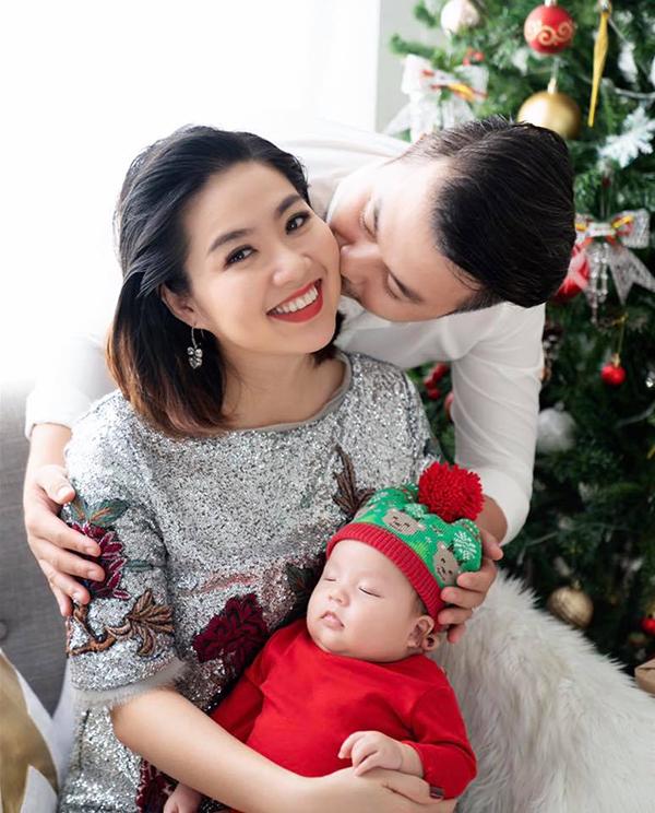 Trong thời gian mang thai và ở cữ, Lê Khánh luôn được ông xã Tuấn Khải và gia đình hai bên cưng chiều hết mực. Nam diễn viên luôn sẵn sàng chiều theo mọi sở thích ăn uống của bà xã kể cả khi đêm hôm.