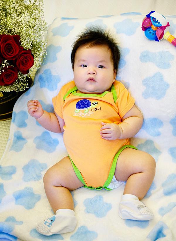 Tuấn Khang hiện đã chuẩn bị bước vào tháng thứ ba. Trong khi Lê Khánh dành trọn thời gian cho con, Tuấn Khải vẫn miệt mài đi diễn, điều hành các cơ sở kinh doanh do hai vợ chồng làm chủ và tranh thủ giúp vợ chăm con.