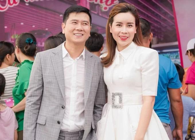 Từ tháng 6 đến nay, Hồ Hoài Anh vẫn dành những lời ngọt ngào cho Lưu Hương Giang. Anh gọi cô là bạn gái, là sếp trên trang cá nhân.