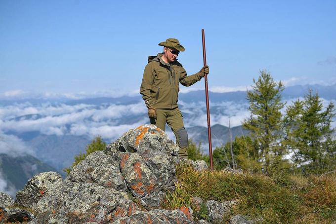 Theo Đài truyền hình Russia Today, Tổng thống Putin đã tham gia chuyến đi này cùng một số quan chức hàng đầu nước Nga. Họ đã leo núi, lái xe địa hình giữa khu rừng Taiga hùng vĩđể tận hưởng thiên nhiên và rừng thu nước Nga trong kỳ nghỉ kéo dài vài ngày. Ảnh:USA Today.