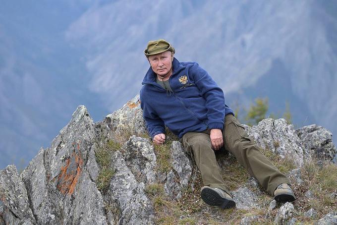 Tổng thốngNga cho biết ngọn núi mà ông cùng Bộ trưởng Shoigu leo lên có độ cao gần 2.000 m. Người phát ngôn Điện Kremlintiết lộ sau chuyến đi này, Tổng thống Putin sẽ tổ chức sinh nhật lần thứ 67 cùng với gia đình và người thân ở vùng quê. Ảnh:USA Today.