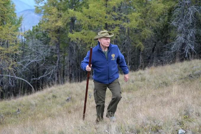Hôm 7/10là sinh nhật lần thứ 67 của Tổng thống Nga Vladimir Putin. Trước sự kiện này, nhà lãnh đạo Nga đã thưởng cho mình một chuyến đi tới vùng Siberia để tận hưởng thiên nhiên và rừng thu nước Nga.
