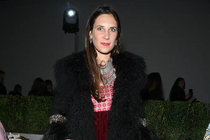 [CaptioMột thành viên của hoàng tộc Monegasque, người nổi tiếng trong xã hội thượng lưu và giới thượng lưu thời trang là Tatiana Santo Domingo.Cháu gái của một ông trùm sản xuất bia giàu có, người thừa kế sinh ra ở Mỹ có tài sản ròng trị giá 2 tỷ USD. Forbes đã xác nhận với Business Insider rằng, kể từ ngày 7 tháng 10 năm 2019, Santo Domingo là công dân giàu nhất của Monaco. (Có những cư dân khác của Monaco, những người không phải là công dân, với giá trị ròng thậm chí cao hơn.)Đây là tất cả những gì chúng ta biết về xã hội giàu có uber và là thành viên của hoàng gia Monegasque.