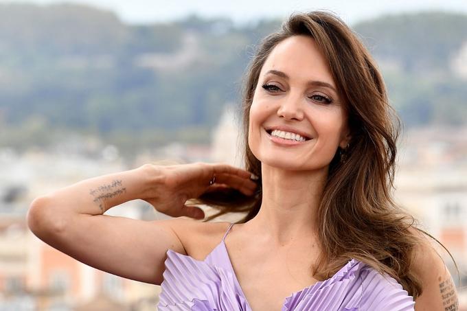 Hai con gái theo Angelina Jolie lên thảm đỏ Rome - 5