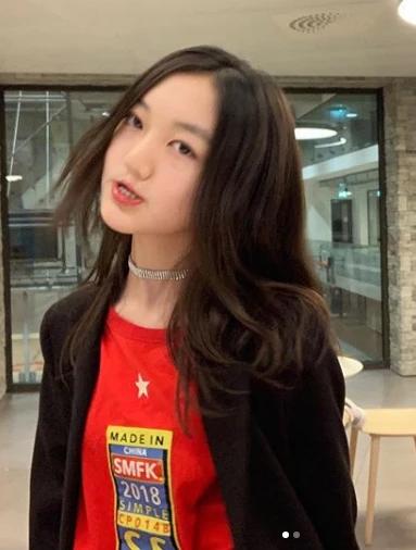 Dung mạo Lý Yên trong bức ảnh gần đây cô bé chia sẻ.