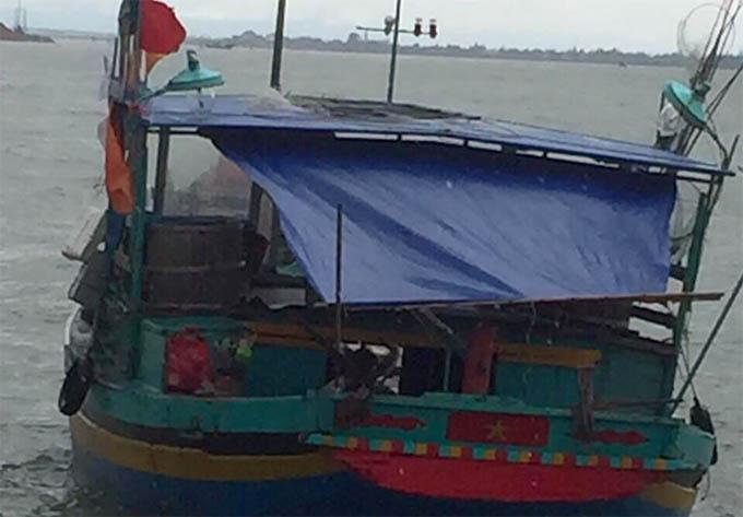 Tàu cá mà ông Bường tham gia đánh cá đã được đưa vào bờ. Ảnh: H.L