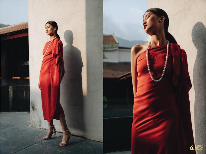 Hòa cùng vẻ đẹp cổ kính và đậm sắc màu thiên nhiên của Yên Tử, trang sức ngọc trai Long Beach Pearl trở thành những khúc biến tấu đặc biệt.