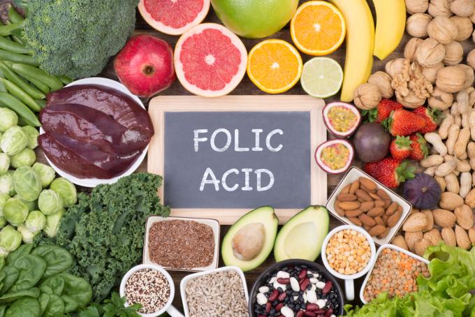 Axit folic có trong thực phẩm nhưng thường sẽ không đủ cho nhu cầu của mẹ bầu.