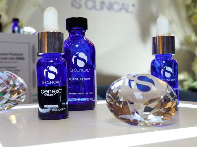 iS Clinical là thương hiệu dược mỹ phẩm của hãng Innovative Skincare, Mỹ. Sản phẩm được sản xuất theo tiêu chuẩn khắt khe của dược phẩm, đáp ứng nhu cầu chăm sóc da thẩm mỹ, giữ sức khỏe toàn diện.