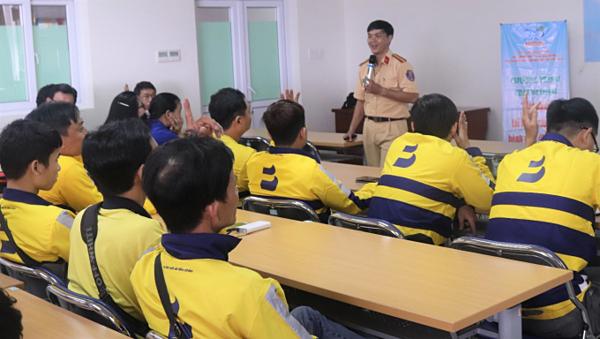Các tài xế của be tham dự lớp tập huấn.
